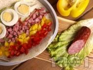 Рап с пресни зеленчуци, яйца и колбас